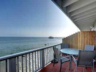 Elegant Oceanfront Penthouse on Dry Sandy Carbon Beach - Orca