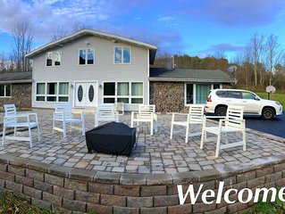 Newly Renovated 5 Bedroom Home with Gorgeous Views just minutes from Slopes