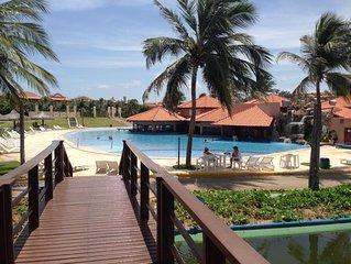 Apto. no aquaville resort (próximo ao beach park) - 03 suítes+quarto empregada