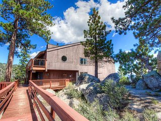 Lake Views, Pet Friendly w/Hot Tub, BBQ, Fireplace, Decks, 5 levels (HNC0693)