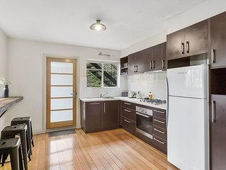 August Apartment - stone's throw from vibrant North Hobart