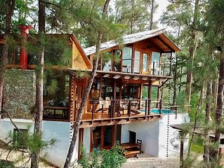 "Secluded Cabin w/Jacuzzi! Villa ""El Barco Ebrio"" - Quiet Mountain Getaway"