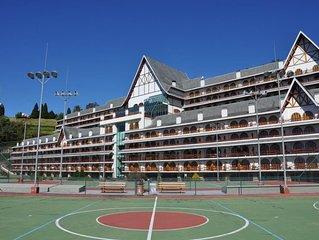 Flat duplex em luxuoso condomínio com vista para montanha