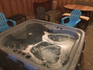 Franconia Notch Retreat by the river: with new Jacuzzi