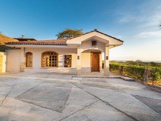 Casa Joya del Mar - Newly renovated, 2 Bedroom, 1.5 Bathroom, Ocean View Home