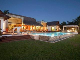 Modern Design Villa, Ocean Views, Huge Infinity Pool & Jacuzzi, Full Staff & Che