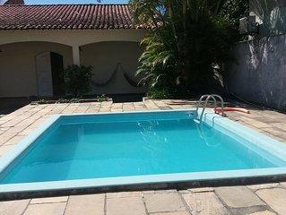 Linda casa com piscina e churrasqueira