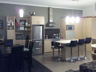 Modern living Villa, 100m, dining, surfing...