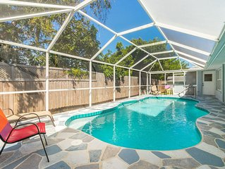 Come sit back, relax, and enjoy this beautiful Venice pool home!