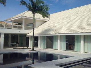 Casa no Cond. Bougainville I - Peruibe - 800m2 - Com Piscina - Alto Padrao
