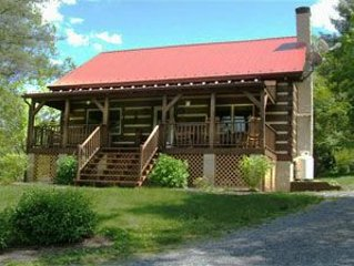 Secluded ridge-top Log Cabin just minutes from Hot Springs and Lake Moomaw!