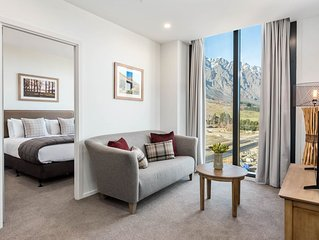 Kawarau View - Close to airport, shopping, cafes & bars.
