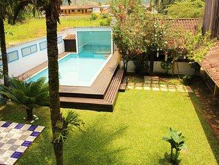 Casa com piscina do lado da praia, acomoda 23 pessoas