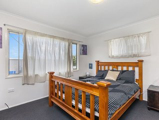 Convenient 3-bedroom guesthouse next to Large Shopping Center