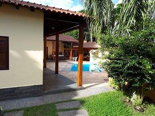 BERTIOGA, PISCINA, AR CONDIC., COND.FECHADO COSTA DO SOL, a 90 metros da Praia