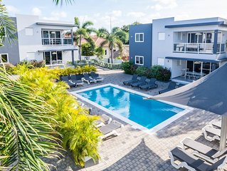 Affordable Vacation Condos - Fully Equipped W/ Pool �