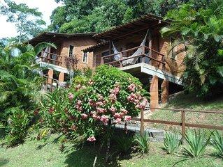 Bangalôs Canto das Águas , cachoeira com piscina natural