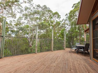 Bullaburra-treescape backs Blue Mountains Nat Park