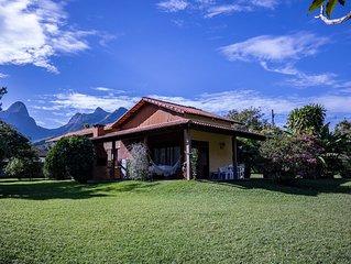 Lindo Sitio próximo ao Hotel Le Canton. Piscina, churrasqueira e lindo jardim
