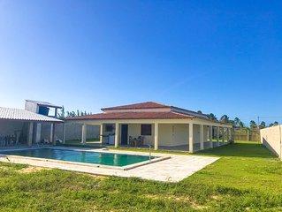 Casa com piscina a 200m praia