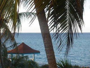 Romantic condo with loft -  private beach, Gazebo, pool, wifi, 24 hr security
