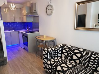 Newly built 2 Bedroom apartment 30 mins to central london- free parking-