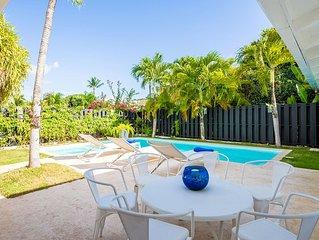 Fresh Tropical Golf Villa, Private Pool + Jacuzzi, Housekeeping, AC, Wifi, Walk