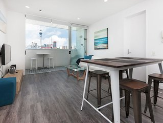 Modern apartment overlooking Victoria Park with Tandem Carpark