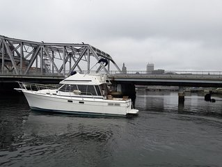 Waterfront 32' Bayliner / Yacht Rental Providence RI