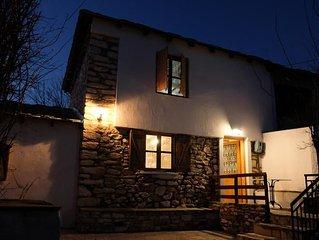 Charming Greek Cottage 10 Min Walk to Acropol