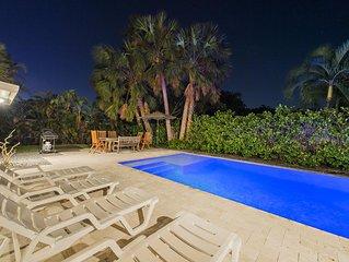 Hibiscus Beach Villa : 5 Min Walk to Ocean:Heated, Salt Water Pool.