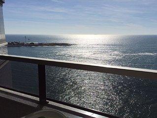 De frente para o mar e perto dos locais mais badalados do estado