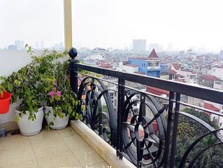 Modern studio. Rare huge (270°) view. Balcony, privacy & best location!