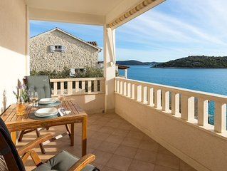 Amazing 1-bedroom SEASIDE apartment, 25 minutes from Split Airport!  ******.2