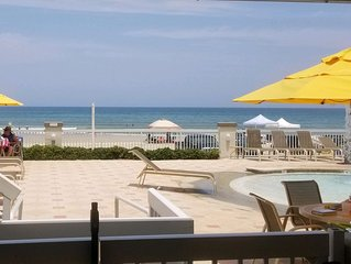 Beautiful and Convenient beach/poolside condo in Daytona Beach Resort