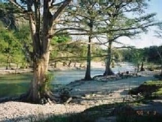 Large Family Home on the Frio River Allowing 2 nigbt rentals starting 8/24