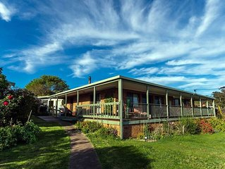 Dot's Lakehouse - spacious, scenic comfort