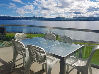 *Discounted Rate *Lakefront Apartment - Lake views, Heated Pool, Hot-Tub, Gym