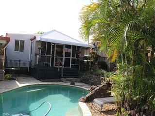 Cosy Wynnum Pool House