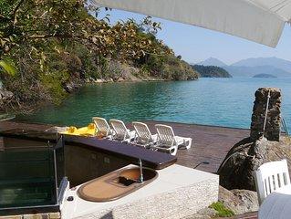 Casa confortável na baía de Paraty, com belíssima vista, frente para o mar