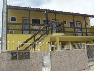 Ótimo apartamento com ar condicionado, próximo do mar, da lagoa e do rio.