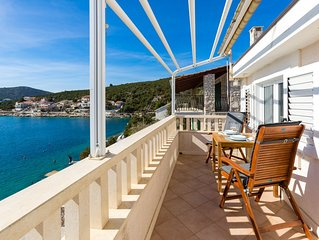 Amazing 1-bedroom SEASIDE apartment, 25 minutes from Split Airport !Apt.No5