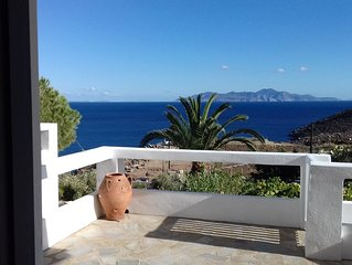 Charming Private Home with Beautiful Views to Karavi Beach