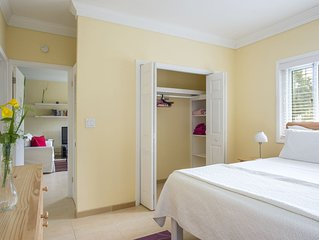 Lily Suite - Spacious Apartment for a family get-away in the tropics!