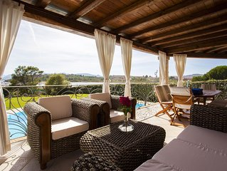 Wonderful luxury villa with pool and big garden overlooking the sea!