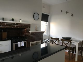 Cozy on Lydiard - Close to CBD & Train Station