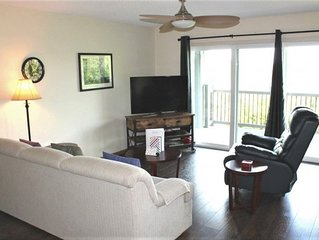 Gorgeous 2 bed 2 bath. Nice Lake View - So Spacious! Great family location! SDC