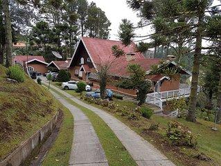 Casa Alto Padrão no Alto de Capivari p/ 20 pessoas com 8 quartos sendo 4 suites