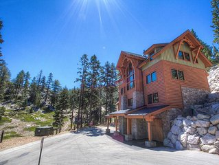Ski Slope Luxury w/Hot Tub, Elevator, Game Room, Fireplace, BBQ  (HNH1410)