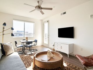 Sonder | Central Corridor | Chic 1BR + Pool